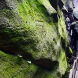 Über, unter und zwischen den Felsen