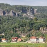 Blick zum Sandsteinmassiv oberhalb vom Kurort Rathen